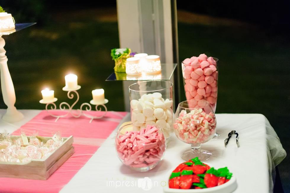 Boda Raúl y Alicia. Detalle de la mesa de golosinas y frutos secos durante la barra libre