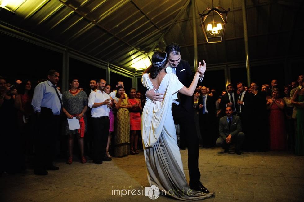 Novios disfrutando durante su boda planificada por De Boda con Ángela