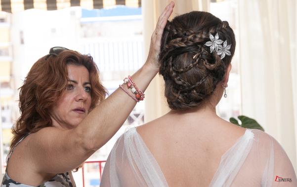 Detalle de la hermosa trenza en el recogido del pelo de la novia