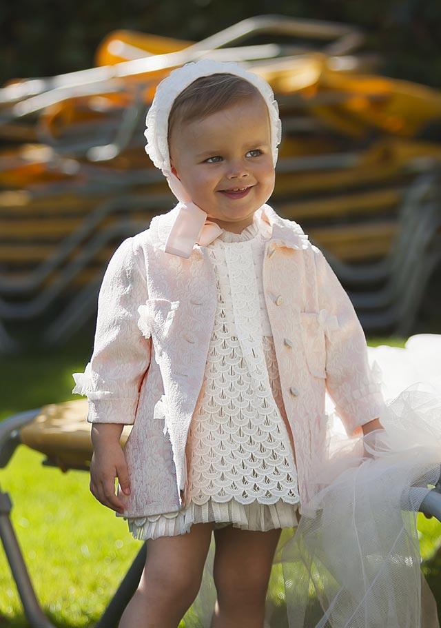 Conjuntito para niña que llevará las arras en una boda