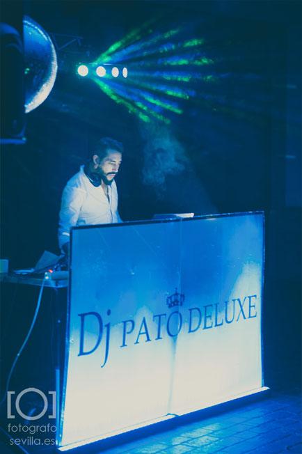 El DJ Pato Deluxe durante su show en la boda de marta y Joaquín