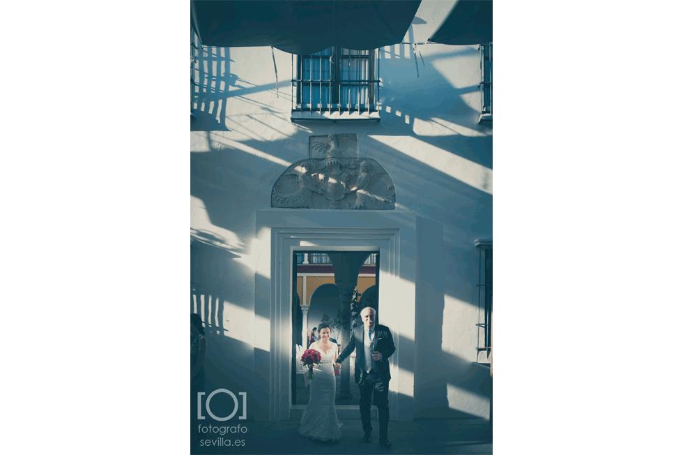 Marta y Joaquín abandonan el ayuntamiento para dirigirse al convite