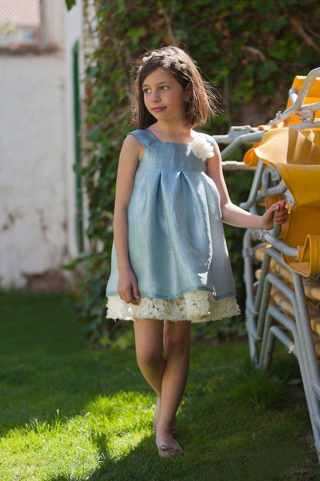 Vestido celeste para niña paje en una boda