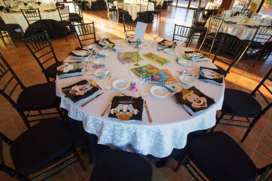 Mesas para niños en bodas