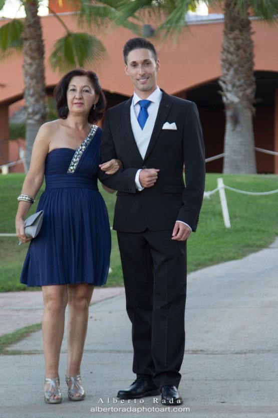 Nuestro novio Javier con la madrina de la boda