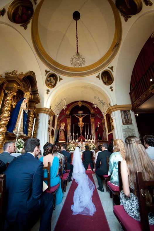 Carmen y Joaquín durante la ceremonia en la iglesia