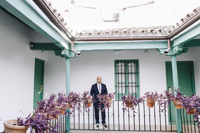Antonio con traje de chaqueta de Alvaro Moreno y corbata de El Ganso