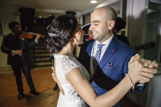 Edith y Antonio disfrutando de su boda