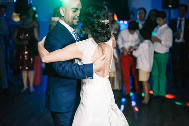 Antonio y Edith durante el baile nupcial
