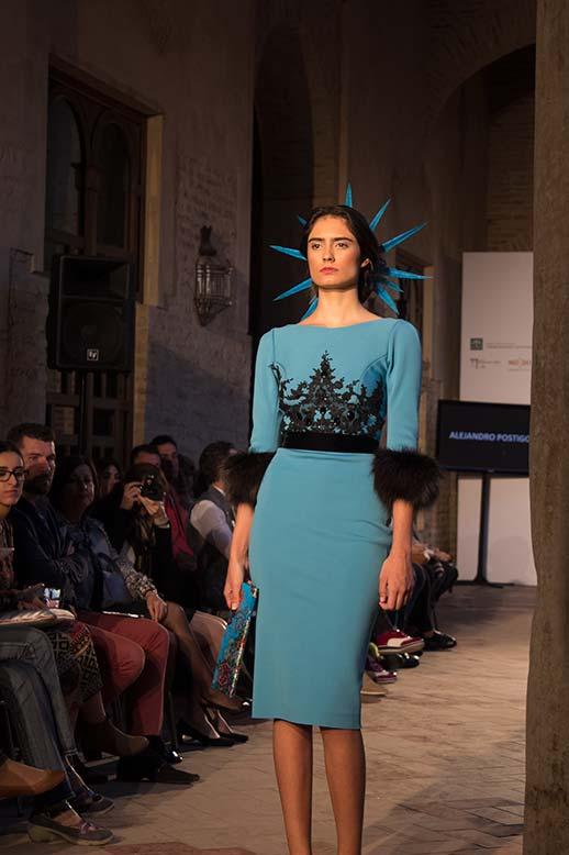 Vestido turquesa motivos negros Antonio Postigo