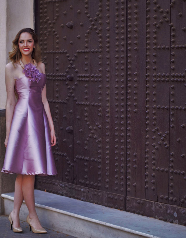 Look del vestido rosa tornasolado