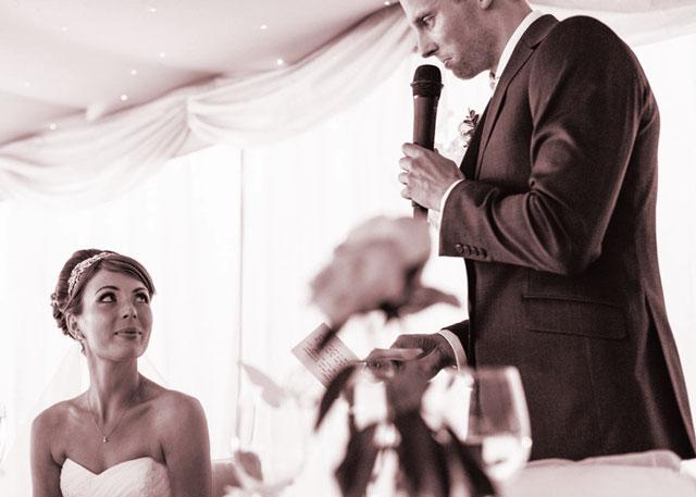 Preparando un discurso emotivo para la boda