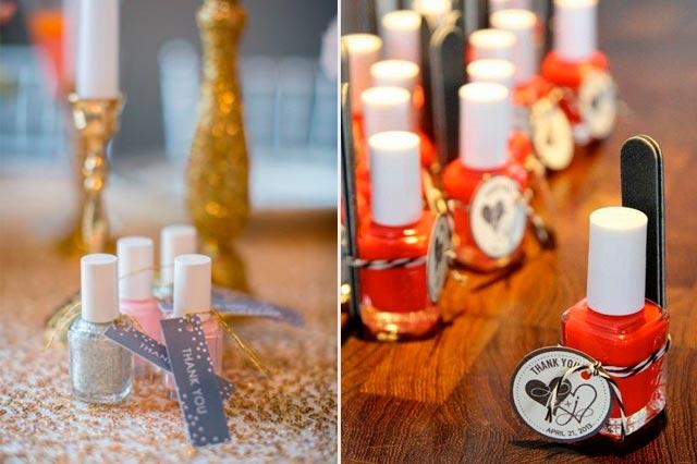 Pinturas de uñas y utensilios para manicura como regalo para invitados a una boda