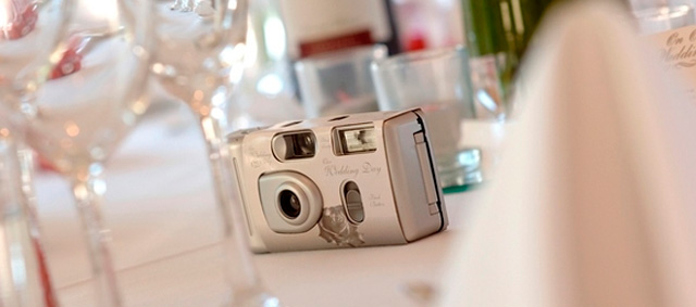 Las cámaras desechables son una magnífica opción para inmortalizar momentos en vuestra boda