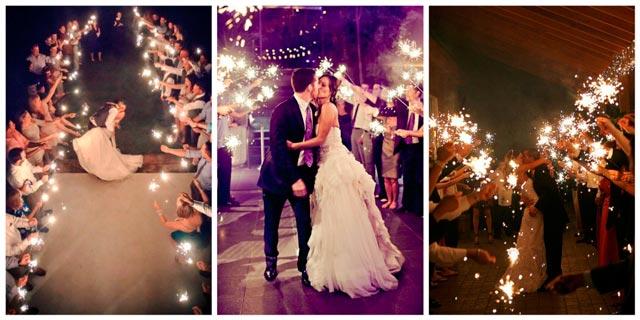 Pasillo con bengalas para los novios después de la ceremonia de boda