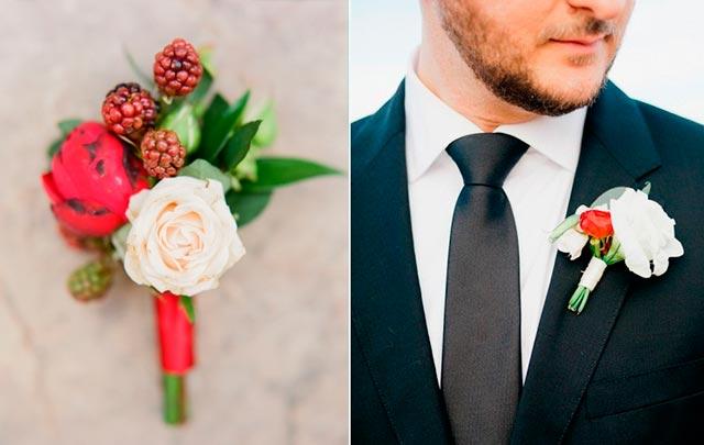 Botounniere para el novio de una boda en navidad