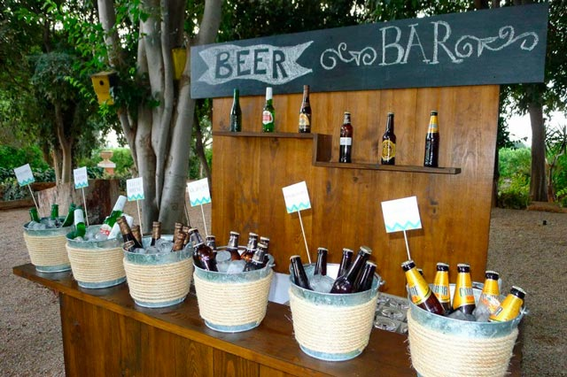 Mesa buffet de cervezas en bodas