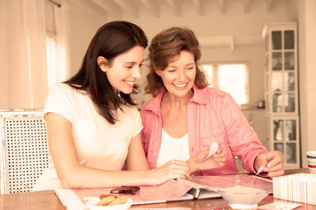 Tus familiares (tal vez la madrina) puede ayudaros con los regalos de invitados