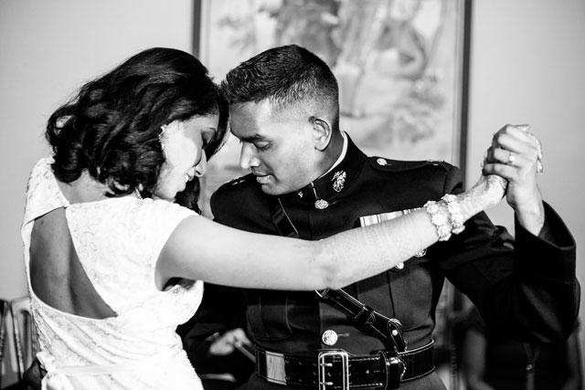Pooj & Siva disfrutando del baile nupcial en su boda en Sevilla