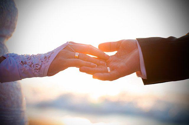 La tradición de intercambiar los anillos de boda, ¿sabes sus orígenes?