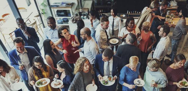 Crea un ambiente relajado en la cena de navidad de tu empresa