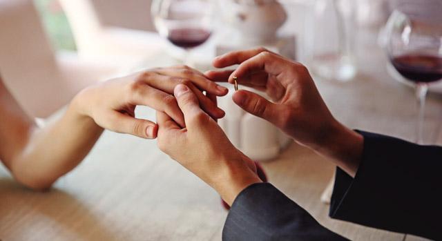 Curiosidades que te gustará conocer sobre el anillo de compromiso