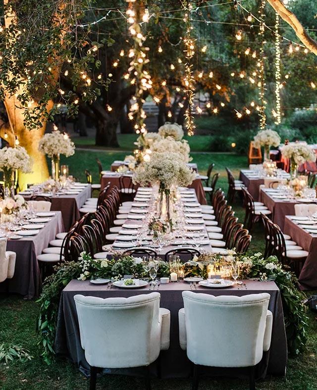 Idea original de mesa rústica en boda en el campo