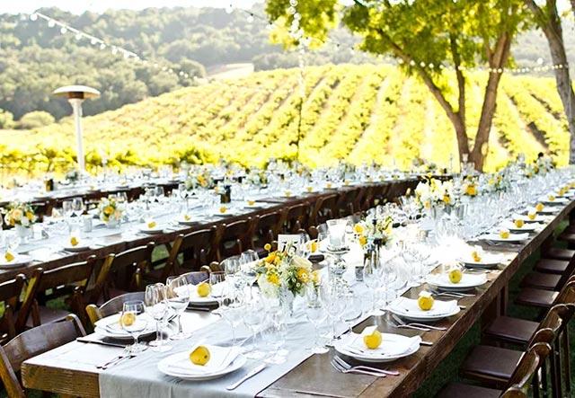 Mesas en boda celebrada en el campo