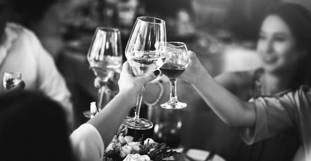5 motivos por los que organizar el banquete de tu boda tipo cóctel
