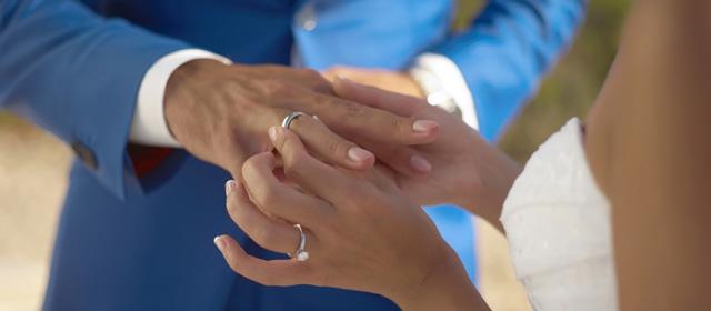 En qué mano se pone el anillo de boda en España