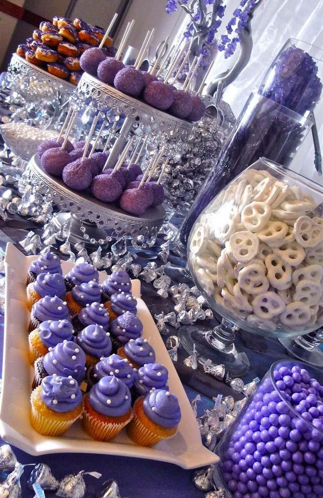 Mesa dulce en colores lilas