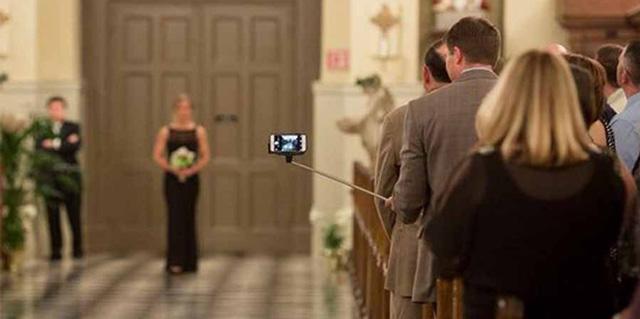 Prohibición de móviles en bodas