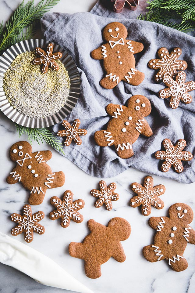 Galletas de Navidad con forma de muñecos y copos de nieve
