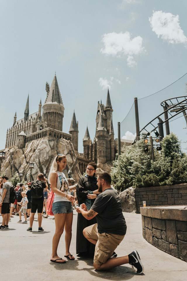 Pedida de manos frente a Hogwarts, de la película Harry Potter