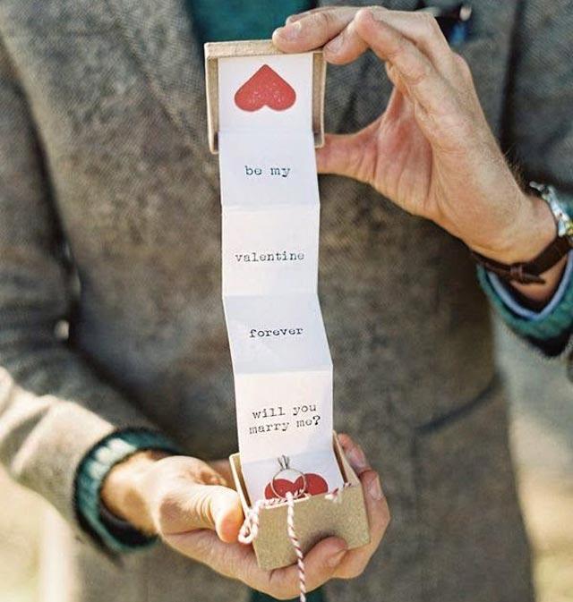 Una manera original de pedirle matrimonio a tu pareja, a través de un mensaje guardado en una cajita