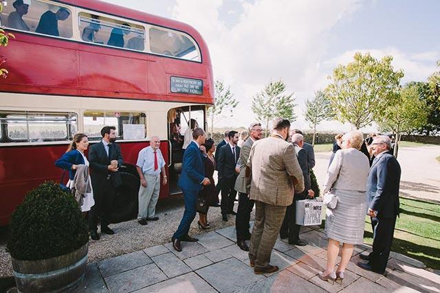 Por qué contratar un autocar para los invitados a nuestra boda