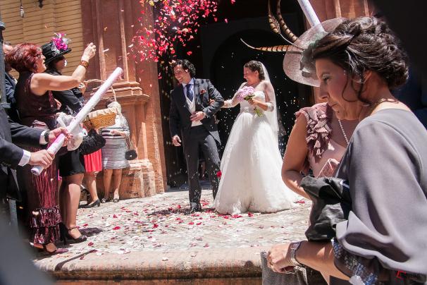 Antonio y Ana saliendo de la iglesia tras la ceremonia