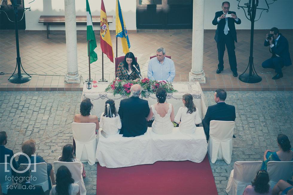 Marta y Joaquín durante la ceremonia de su boda civil