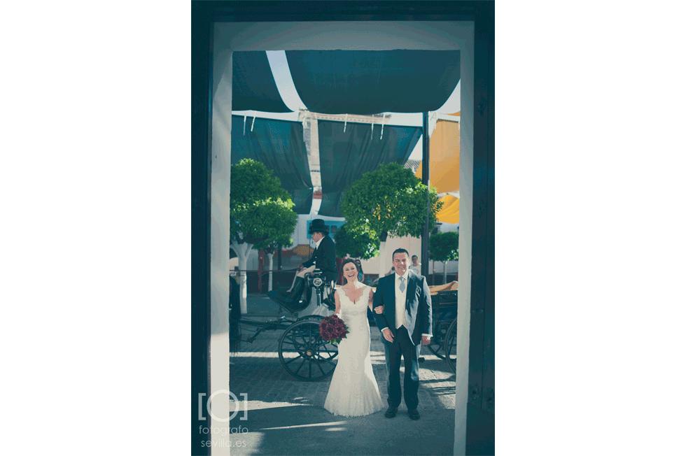 Nuestra novia y nuestro padrino preparados para entrar a la ceremonia civil