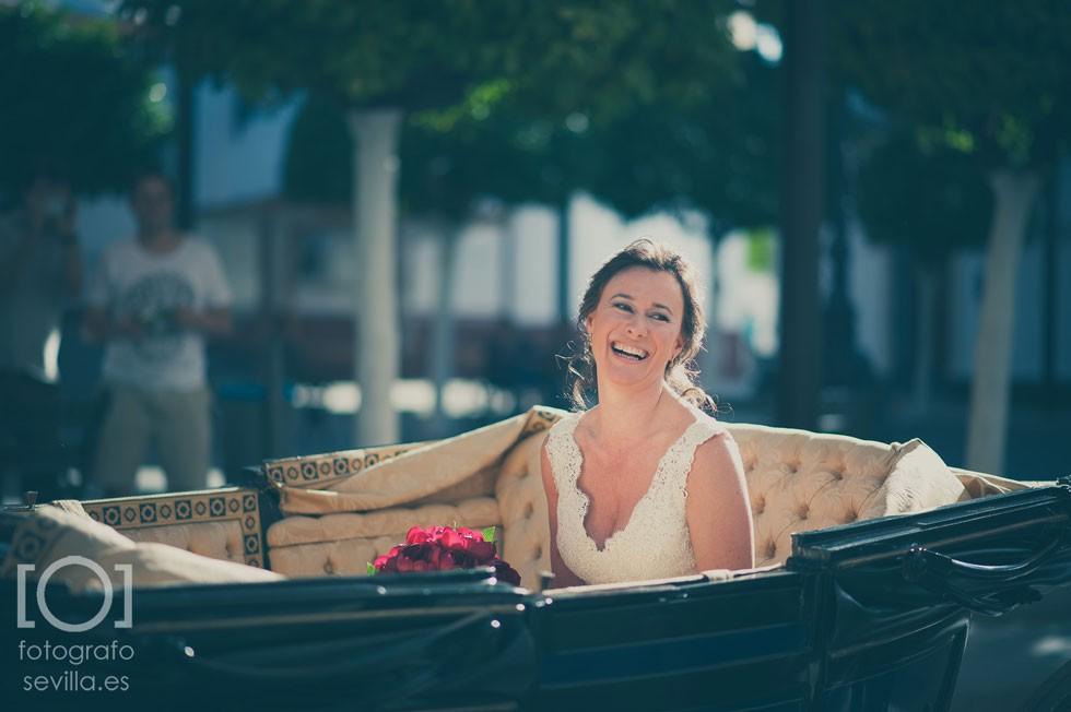 Marta, nuestra preciosa novia acaba de llegar a la ceremonia con una sonrisa impresionante