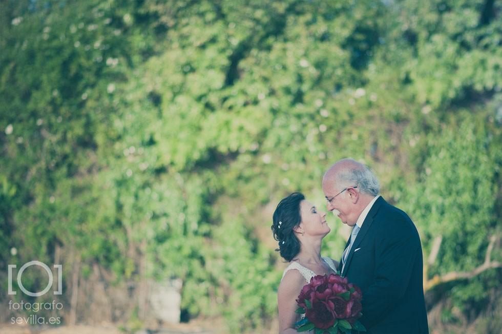 Joaquín y Marta se miran enamorados una vez contraído matrimonio