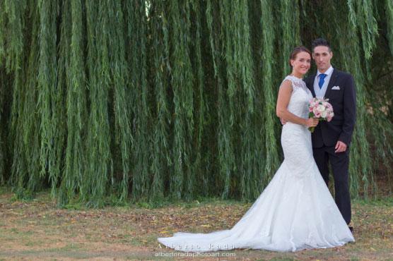 María y Javier son nuestra pareja de recién casados, y están felices