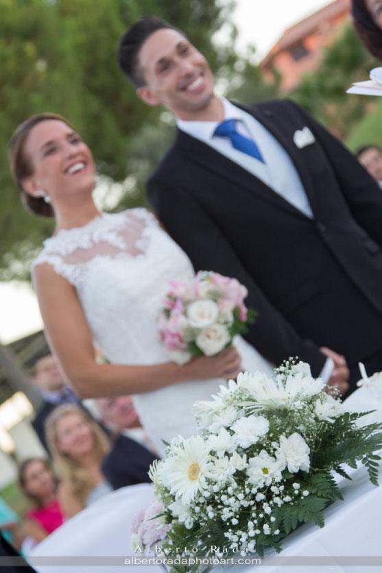 Uno de los momentos durante la ceremonia civil de María y Javier
