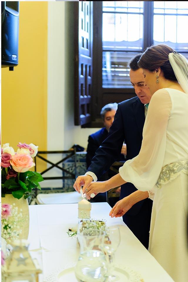Momento durante el oficio de la boda de S&A