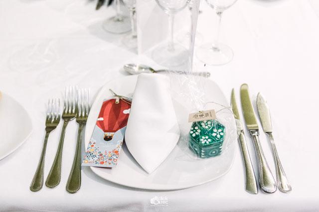Detalle de la mesa de invitados para las mujeres