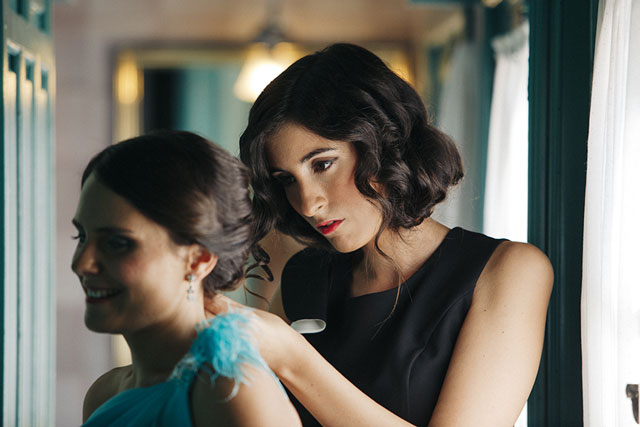 Ángela ayuda a Inma para la boda de su hermano