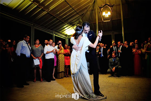 Las 10 canciones más románticas para el baile nupcial de vuestra boda (canciones en español)