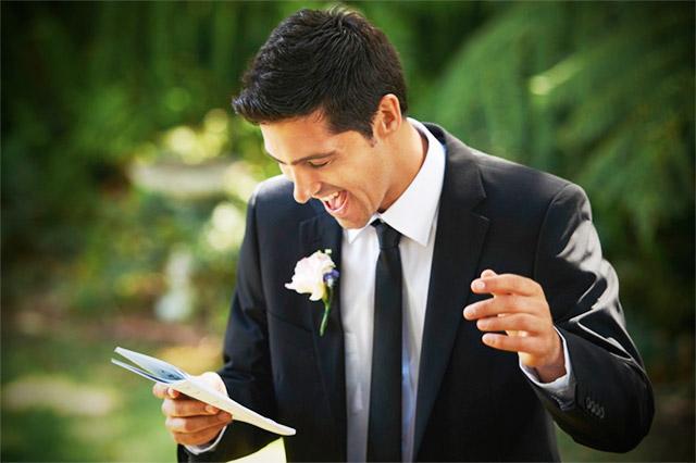 Dando un discurso en una boda