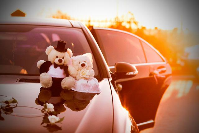 Consejos para elegir el mejor coche de boda para la novia y el novio