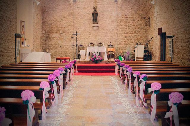Cómo decorar el pasillo de la iglesia para una boda